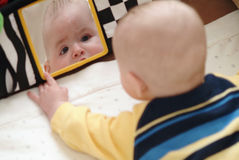 Bambino Palying Fotografia Stock Libera da Diritti