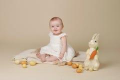 Bambino Pasqua Bunny Eggs Fotografia Stock Libera da Diritti