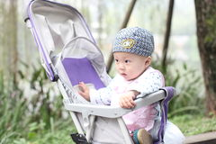 Bambino in passeggiatore Fotografia Stock