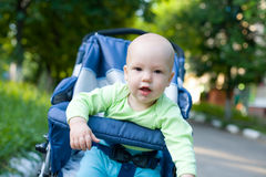 Bambino in passeggiatore di seduta #11 Fotografie Stock