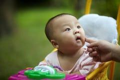 Bambino in passeggiatore di seduta Fotografia Stock