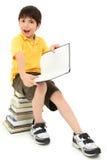 Bambino pazzesco del ragazzo di banco dei fronti con i libri Fotografie Stock