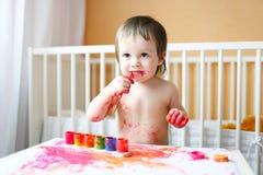 Bambino piacevole con le pitture Fotografie Stock Libere da Diritti