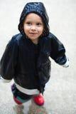 Bambino in pioggia Fotografie Stock Libere da Diritti