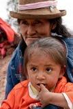 Bambino povero con la madre Fotografia Stock
