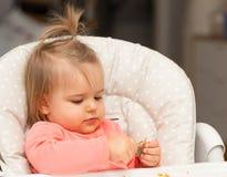 Bambino Ritratto consumo Ragazza cute immagini stock libere da diritti