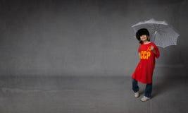 Bambino russo con l'ombrello fotografia stock