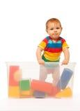 Bambino in scatola con i giocattoli Fotografia Stock Libera da Diritti