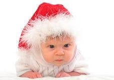 Bambino serio in cappello rosso di natale Immagini Stock Libere da Diritti