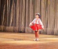 Bambino solo di ballo nazionale Immagini Stock Libere da Diritti