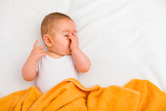 Bambino sonnolento fotografie stock