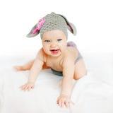Bambino sorridente nel coniglietto o nell'agnello del costume Fotografie Stock Libere da Diritti