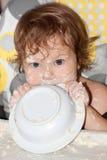 Bambino sporcato affamato. Fotografie Stock