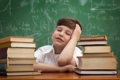 Bambino stanco che prende un pelo Fotografia Stock Libera da Diritti