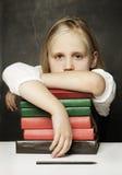 Bambino stanco con i libri Fotografie Stock