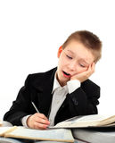 Bambino stanco sullo scrittorio della scuola Fotografie Stock Libere da Diritti