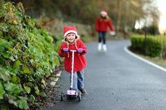 Bambino su un motorino Immagini Stock Libere da Diritti