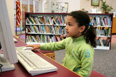 Bambino sul calcolatore Immagine Stock