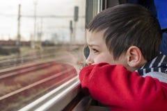 Bambino sul treno Fotografia Stock Libera da Diritti
