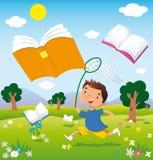 Bambino sulla caccia per i libri Fotografia Stock
