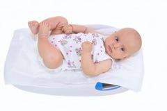 Bambino sulla scala isolata immagine stock