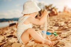 Bambino sulla spiaggia Immagini Stock