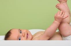 Bambino sulla tabella del cambiamento Fotografia Stock Libera da Diritti