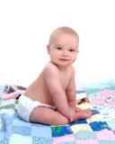 Bambino sulla trapunta Fotografia Stock Libera da Diritti