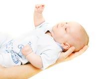 Bambino sulle mani del genitore fotografia stock