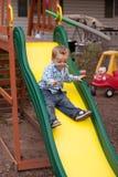 Bambino sullo scorrevole fotografie stock libere da diritti