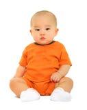 Bambino sveglio in camicia arancione imbarazzata Immagine Stock Libera da Diritti