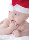 Bambino sveglio in cappello rosso del nuovo anno Fotografie Stock Libere da Diritti