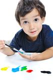 Bambino sveglio che gioca con i colori Fotografia Stock