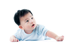 Bambino sveglio che osserva in su immagini stock