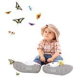 Bambino sveglio con la farfalla Fotografia Stock