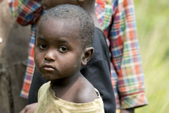 Bambino triste in Africa fotografie stock libere da diritti