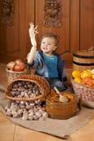 Bambino in un cappuccio del cuoco Fotografia Stock