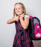 bambino in un uniforme scolastico fotografia stock libera da diritti