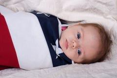 Bambino in una bandierina Fotografia Stock