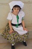 Bambino in vestito dalle gente Fotografia Stock