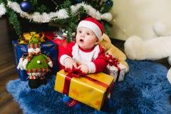 Bambino vestito in Santa Claus Immagini Stock Libere da Diritti