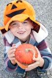 Bambino vestito in su per Halloween immagini stock