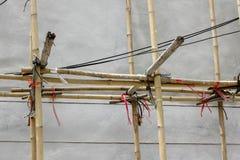 Bamboe in de bouwwerf stock afbeelding