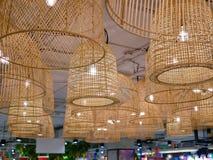 Bamboe hangende die lampen voor een decoratie in een de bouw verstrekkende verlichting en een schoonheid worden gebruikt royalty-vrije stock afbeelding