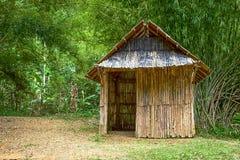 Bamboehut in het bos Royalty-vrije Stock Afbeeldingen