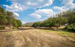 Bamboehut langs de rivier in Thailand Royalty-vrije Stock Afbeelding