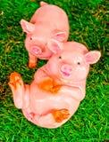 Bambola dell'argilla del maiale su verde Immagine Stock Libera da Diritti