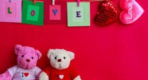 Bambola dell'orso sul piano d'appoggio di legno della plancia Immagini Stock Libere da Diritti
