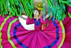 Bambola della buccia di cereale in vestito messicano Fotografia Stock