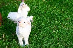Bambola della capra in giardino Immagine Stock Libera da Diritti